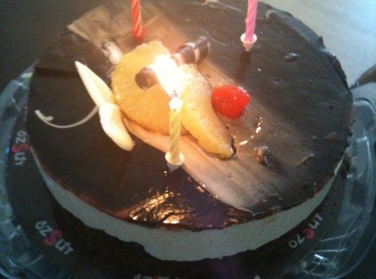 Virgin Radio'dan Geveze'nin hediyesi Özsüt'ten Doğum Günü Pastası